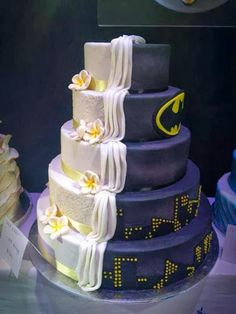 books, cake superhero, cake idea, superhero wedding cakes, wedding cakes superhero, brides, batman themed wedding, batman cakes, batman wedding