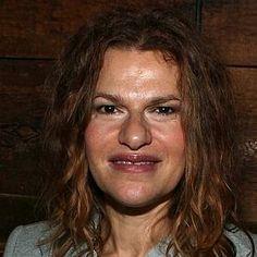 Sandra Bernhard looks like a troll. Lol