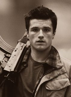 Oh hey Josh Hutcherson! Not really a Hutcherson fan, but he looked hot in this movie!