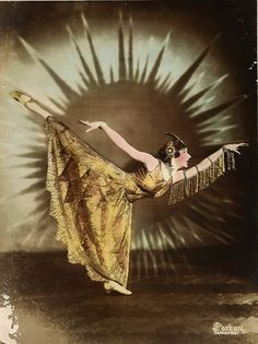 Undated image of dancer Dagmar Helsing. Public domain image from Budapest #DanceFashion