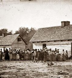 Plantation Negros - Photograph of Beaufort, South Carolina. Group of negroes on J.J. Smith's plantation. It was created in 1862 by O'Sullivan, Timothy H., 1840-1882.
