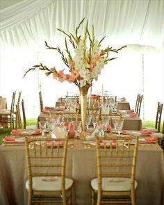 gladiolus wedding centerpieces    Je pense que ceci serait aussi beau est economique