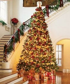 Red & Gold Tree #Winter #Christmas #Decorations #Decorate #Decor #Trees #ChristmasTrees
