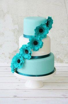 Sea green wedding cake color, tiffany blue, flower cakes, teal weddings, blue cakes, white weddings, romantic weddings, white wedding cakes, green weddings