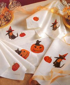 Use photo-transfer techniques to create these Halloween place mats and napkins in a snap--this set features vintage Halloween images. Project by Sandy Bonsib.