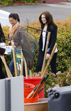 Mandy Moore and Drew Barrymore give back