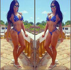 @aline_riscado embracing 24/7/365 kini season with a twin S-curve selfie