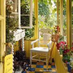 A beautiful yellow garden room!