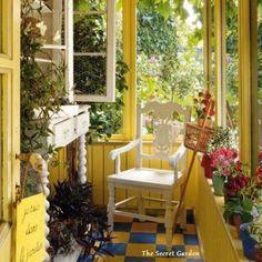 A beautiful yellow garden room!