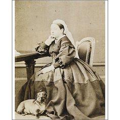 #QueenVictoria and her beloved dachshund.