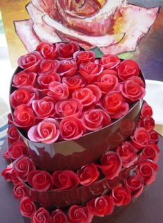 Lovely.  But I would not want to cut into this beaut of a cake!!!   Dark chocolate heart cake with red sugar roses pink roses, cupcak, cake wrecks, valentine cake, wedding cakes, red roses, rose cake, chocolate cakes, birthday gifts