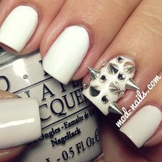 SPIKED NAILS WITH RHINESTONES
