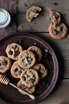 Honey Chocolate Chunk Cookies #chocolates #sweet #yummy #delicious #food #chocolaterecipes #choco #chocolate