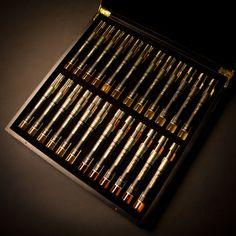 The MO ÒR Collection set of 24 miniatures