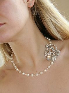 IN LOVE. Marina. Vintage style floral rhinestone piece and Swarovski Pearls bridal necklace (Silver)