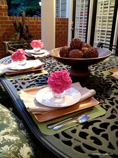 outdoor table setting ideas // pop of pink