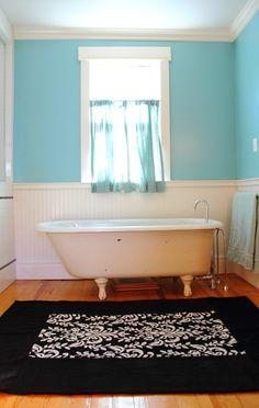 Bathroom Décor: Quick Bathroom Decorating on a Budget • Tips, Ideas & Tutorials! Make this bath mat!