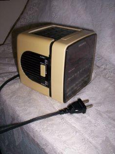 Vintage Magnavox Clock Radio w Battery Back up & 2 by SusOriginals, $8.00