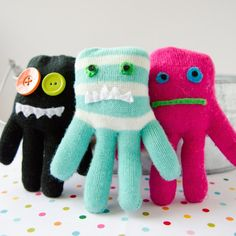Have Single Gloves?? Turn them into Glove Monsters! Kids LOVE these! #monsters #kidscraft #diy