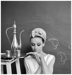 Audrey Hepburn photographed by Cecil Beaton (in New York, April, 1964) for a fashion editorial for American Vogue, edition of June 1964. via @NuToski