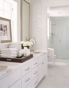 White bathroom/Timel