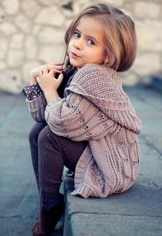 LOVE that sweater!  knit fashion / girls clothing