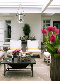 Keep an outdoor structure uncovered to increase the sense of space and the yard views remain intact.