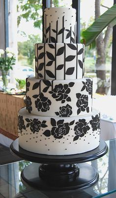 black & white wedding cake from Gateaux www.tablescapesbydesign.com https://www.facebook.com/pages/Tablescapes-By-Design/129811416695
