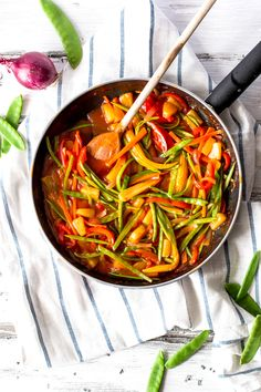 Vegetable Sweet and Sour {Takeout Shmakeout! Make your favorite Chinese dinner at home!}   savorynothings.com
