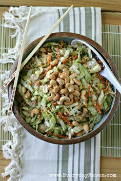 Asian Cabbage Slaw with Chicken and Roasted Cashews by @EverydayMaven on everydaymaven.com