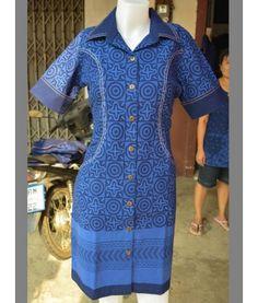ชุดเดรส คอเชิ้ต-กระเป๋าล้วง เข้ารูป ม่อฮ่อมแพร่.com ร้านเสื้อผ้า ขายส่งเสื้อหม้อฮ่อม ม่อฮ่อม ผ้าพื้นเมือง เสื้อผ้า จากจังหวัดแพร่ ราคาถูก  ผลิตและจำหน่าย ม่อฮ่อม หม้อห้อม หม้อฮ่อม หม้อห้อมแพร่ ม่อห้อม หม้อฮ่อม หม้อฮ่อมแพร่ หม้อห้อม รับผลิตเสื้อหม้อฮ่อมสำหรับนักเรียน ชุดสำหรับหน่วยงานต่างๆ(จำนวนมาก) ม่อฮ่อมคุณภาพ ม่อฮ่อมแพร่ กางเกงเล ผลิตจากผ้าฝ้าย ผ้าโทเร สินค้าคุณภาพดี สินค้าดีจากเมืองแพร่