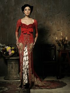 .Red kebaya. So pretty!