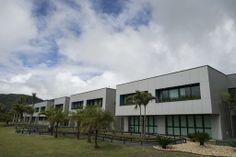 Vista general de la fachada del centro de entrenamiento Granja Comary, donde la selección brasileña de futbol entrenará y se alojará durante...