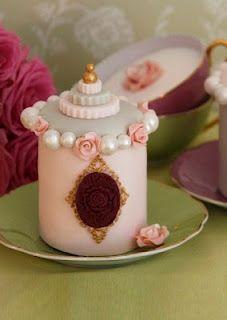 Marie Antoinette Mini Cake - Cakes Haute Couture