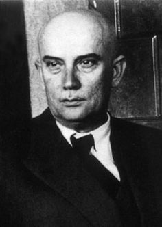 Successful achievements of Radivoje Kašanin could be found in many fields: theory of differential equations, theory of complex functions, analysis, geometry, interpolation and approximation, mechanics, astronomy and geophysics and in each of mentioned fields of his work he published papers that were acknowledged.
