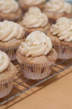 sweet, french toast cupcake recipe, food, top french, streusel top, mapl buttercream, tasti recip, french toast cupcakes, dessert