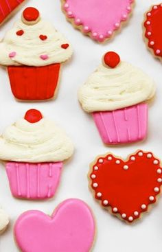 How to Make Heart and Cupcake Cookies #Valentines #valentinesday #baking #craft