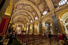 The magnificent interior of St John's Co-Cathedral, was built by the Knights of the Order of St. John. La Valeta, Malta