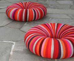 Para realizar nuestro súper original puff o asiento reciclable necesitamos los siguientes materiales:Neumáticos (cubiertas o gomas de auto) Goma espuma Tela con colores vivos Armado de nuestro puff: