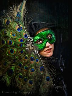 ✯    Masquerade.  I love everything about this picture.