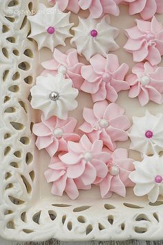 beautiful royal icing flowers to decorate your cakes  cookies.