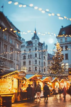 "wintercozy: ""Christmas Market by Julia Dávila-Lampe """