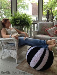 Knitting pattern for yoga ball/pouf cover