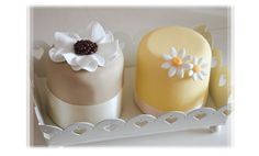 Elegant Little Summer Cakes With Flowers And Ribbons