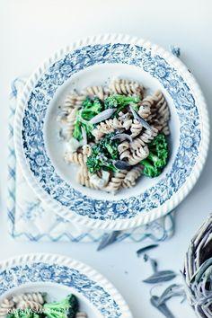 Makaron razowy z brokułami i szałwią w kremowym sosie z Gorgonzoli