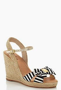 Striped bow wedges. i'm in love!