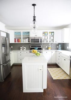 White and grey kitch