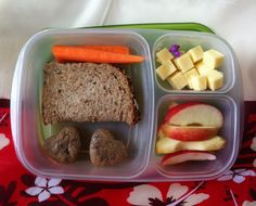 Carrot, PBJ sandwich, leftover baked pancakes, white cheddar cubes and apples. hand, easi lunchbox, lunchbox idea