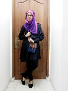 Monday Hijab Style: Two Tone Square Scarf