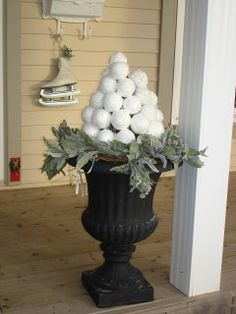 Faux snowballs in an urn....love the skates hanging off the mailbox in the background too!